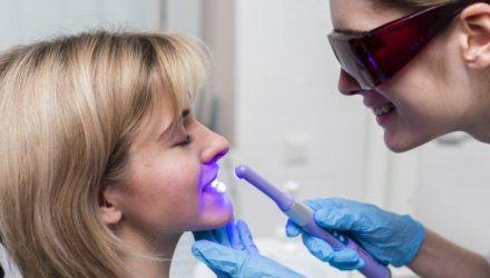 formas saudáveis de clarear os dentes