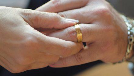 Alianças e bodas de namoro